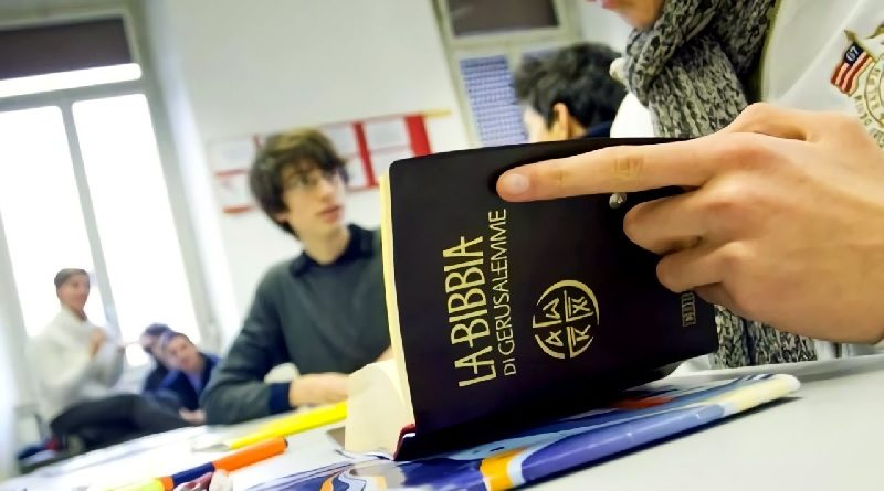 Proposta di abolire l'ora di religione: solo una mozione contro la Chiesa