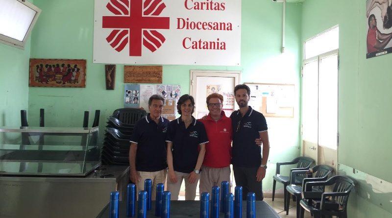 Consorzio Sintesi dona 150 termos alla Caritas Diocesana per i più bisognosi