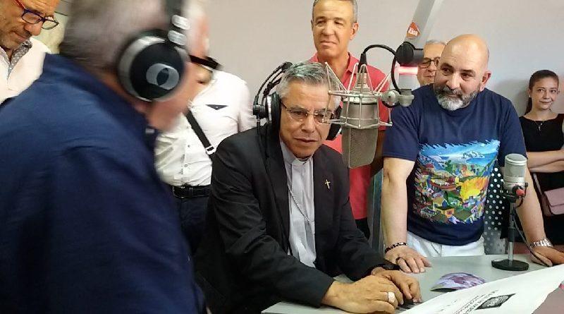"""Ad Adrano si riaccende Radio """"Santa Lucia"""", tra gli speaker torna in onda il vescovo Giuseppe Schillaci"""
