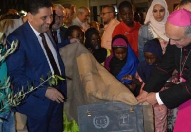 Mons. Gristina e l'Imam di Catania piantano un ulivo in piazza Cutelli, segno di pace e dialogo