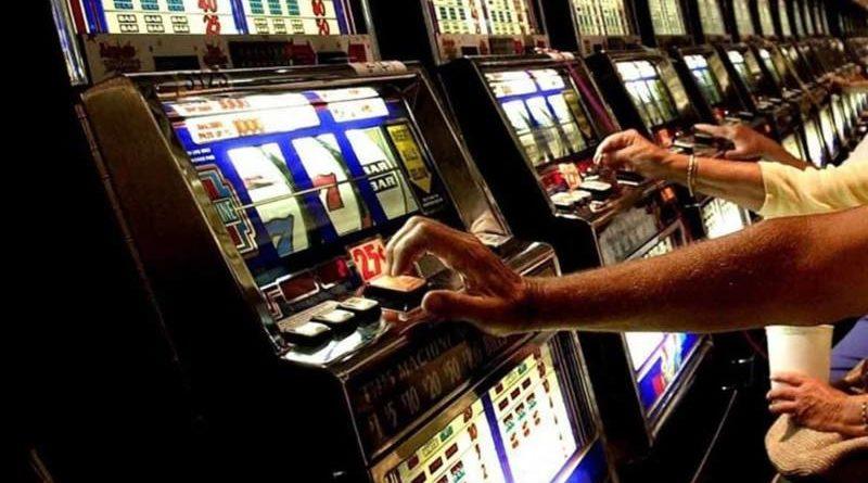 """Catanesi """"stregati"""" da slot machine e lotterie: giocati 439 milioni di euro, Sos della Caritas"""