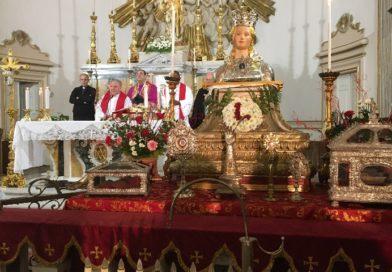 Belpasso, davanti ai reliquiari di S. Lucia si prega anche per Venezia e le città colpite dal maltempo.