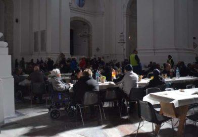 """Sant'Agata, a tavola 300 bisognosi grazie all'iniziativa """"Un cero in meno, un pasto in più"""""""