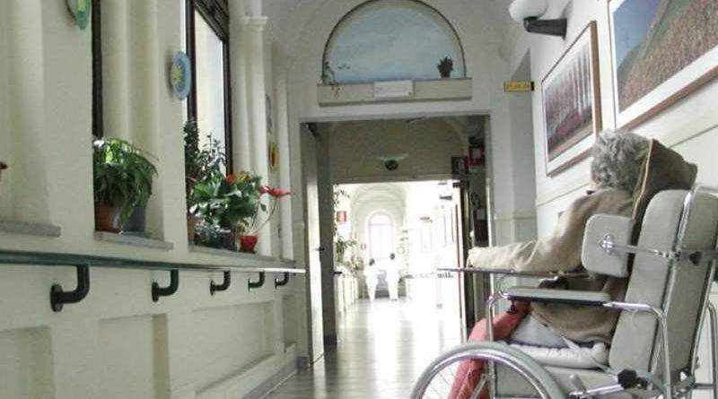 Covid-19, Uneba lancia l'allarme «strutture di assistenza al collasso, mancano i dispositivi di protezione»