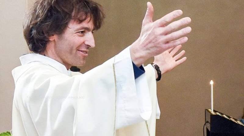 L'omicidio di don Roberto Malgesini, il prete di Como: «Un martire per amore e non dell'odio»