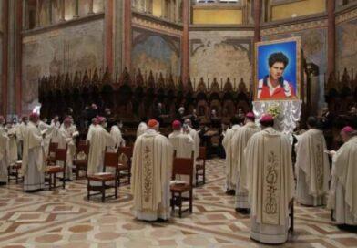 """Carlo Acutis, il primo Beato """"millennial"""": per il Papa è modello di santità, sarà patrono di Internet"""