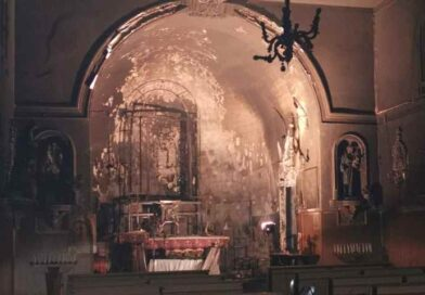 Nesima, la chiesa Santa Maria del Rosario prende fuoco nella notte: i danni sono ingenti