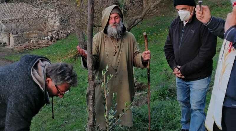 Fratel Biagio, piantati diversi alberelli nella Missione Speranza e Carità come simbolo della vita