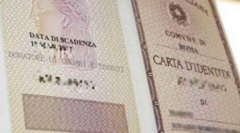 """Padre e madre cancellate dalla carta d'identità degli under 14, torna """"genitore 1"""" e """"genitore 2"""""""