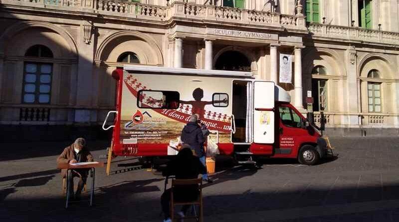 """Ottava"" di solidarietà per Sant'Agata: donazione di sangue in piazza Università"