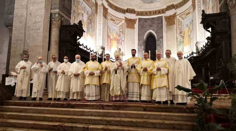 Cinque nuovi diaconi per la Diocesi di Catania: tre di loro, ordinati in maniera permanente