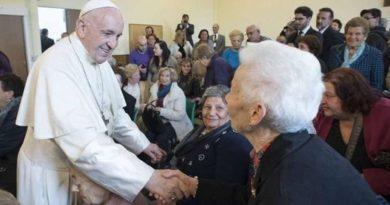 Il Papa prega con i nonni e gli anziani del mondo: ecco la preghiera del Papa
