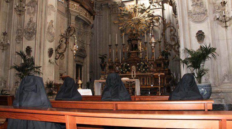 """Catania, nella chiesa di """"San Benedetto"""" riprende l'esposizione del SS. Sacramento"""